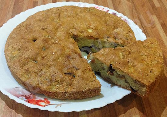Пирог с яблоком и черносливом