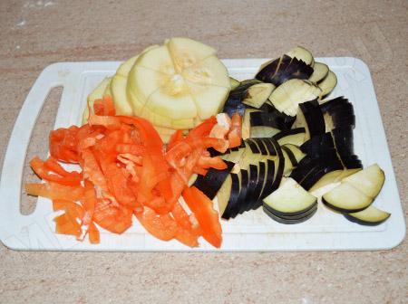 Куриные желудки с овощами