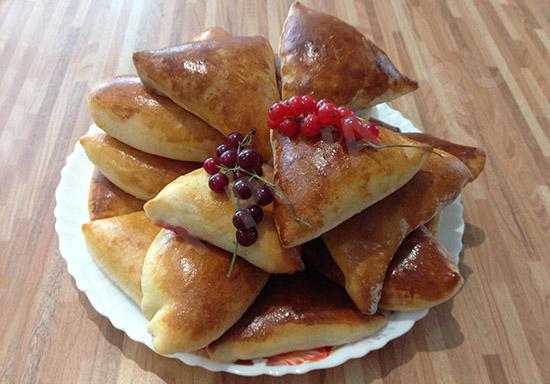 Дрожжевые пироги с ягодами
