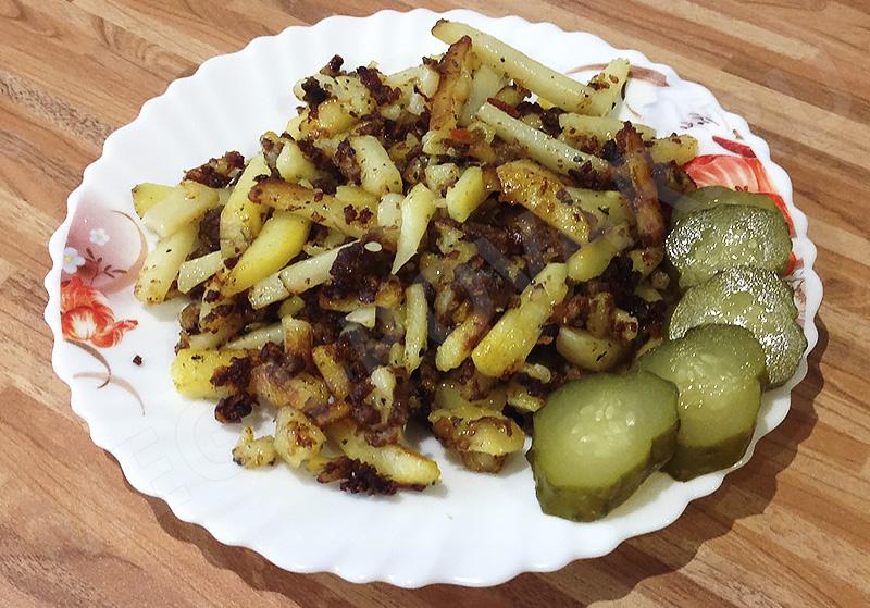 жареная картошка с фаршем