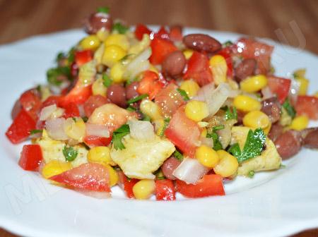 Салат с фасолью, кукурузой и курицей